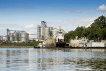 Moving Grain: End of Upper Mississippi River Navigation Season Approaches