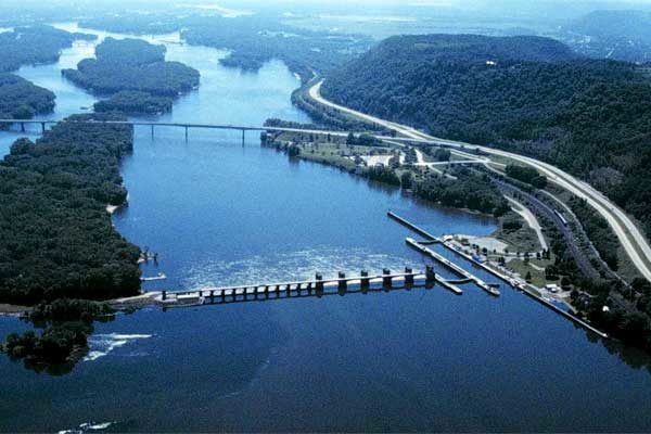 Moving Grain: Upper Mississippi River Locks Scheduled Repairs
