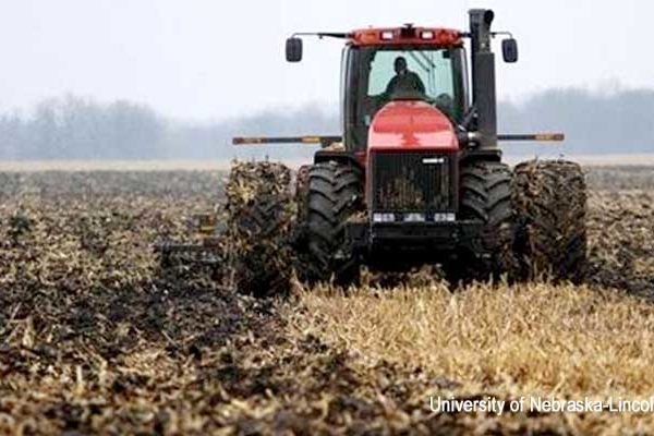 Minnesota soil compaction management at harvest agfax for Soil compaction